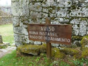 Mosteiro_Pitoes_Aviso