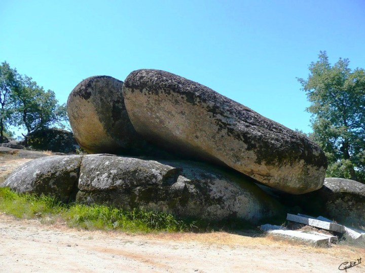 Pedra Bolideira_Chaves (2)